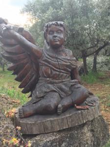 Un ange dans les arbres